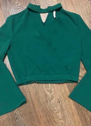 Блуза zara в трендовом зеленом цвете с чокером