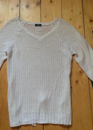 Белий вязаний свитер спинка с разрезом размер м