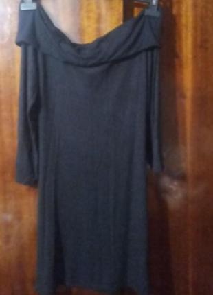 Плаття з відкритими плечима