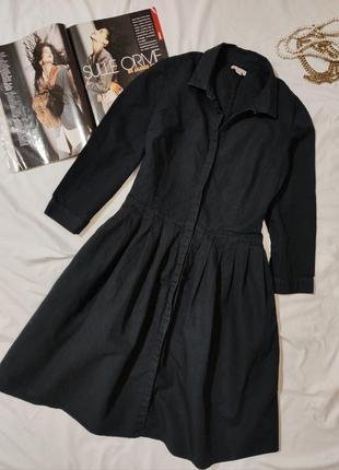 Черное платье бренда gap