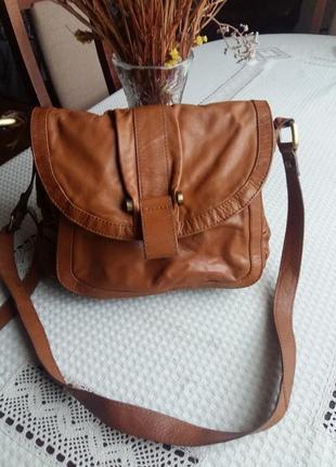 Кожаная коричневая сумка на длинном ремешке betty jackson black