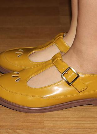 Супер стильные туфли на пряжку , сандали  topshop
