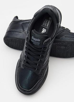 Фирменные новые кроссовки