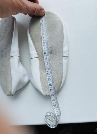 Кожаные белые чешки 17,5см на стопу 172 фото
