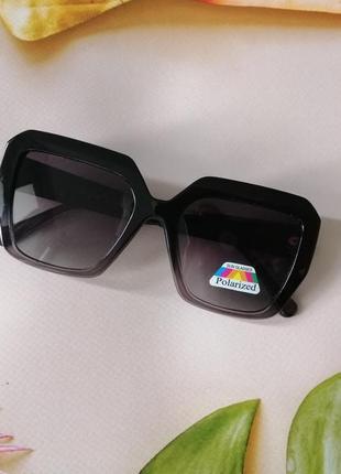 Чёрные с градиентом к низу крупные солнцезащитные очки унисекс 2021