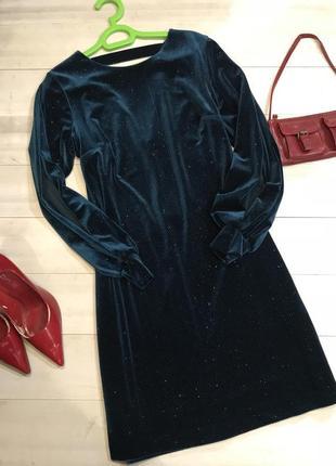 Велюровое платье в ровном стиле