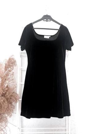 Чёрное маленькое платье бархат
