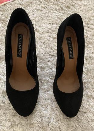 Замшевые чёрные туфли