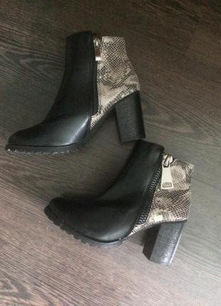 Ботинки (ботильоны ) на удобном каблуке2 фото