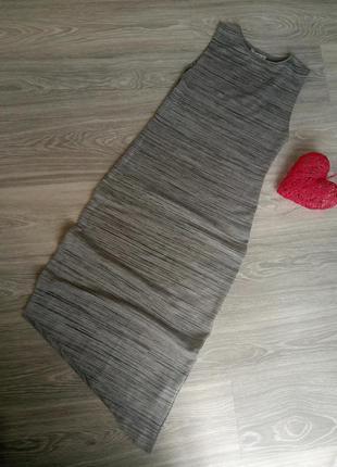 Асиметричное платье миди с разрезом в рубчик