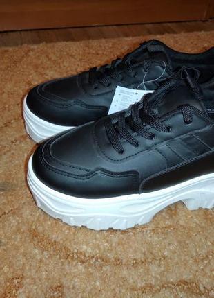 Модные кроссовки sinsay