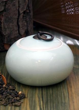 Голубая фаянсовая чайница для хранения чая