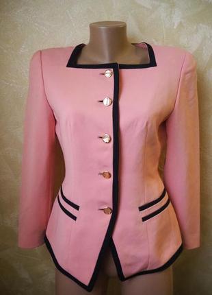 Светло розовый пиджак от rope.