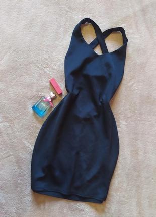 Шикарное чёрное платье мини с открытой спиной