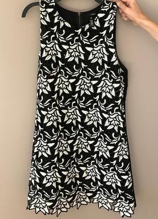 """Эффектное черно-белое прямое платье, весь перед - вышивка """"ришелье"""" (m)"""