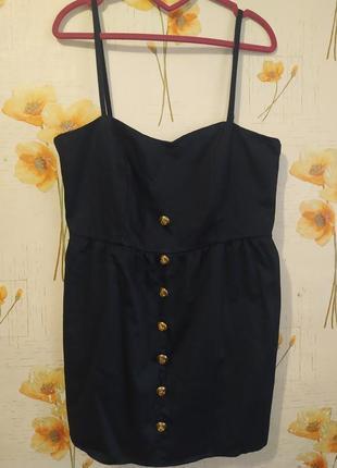 Платье с золотыми пуговицами