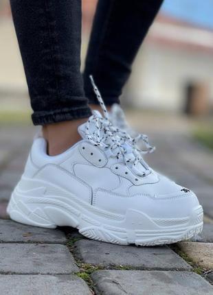Крутые белые женские кроссовки
