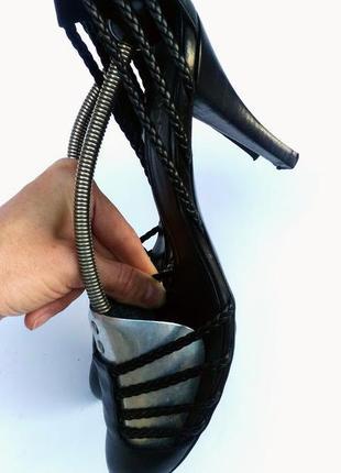 Hugo boss  кожаные черные босоножки  на каблуке италия4 фото