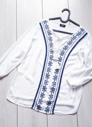 Белоснежная блуза с вышивкой