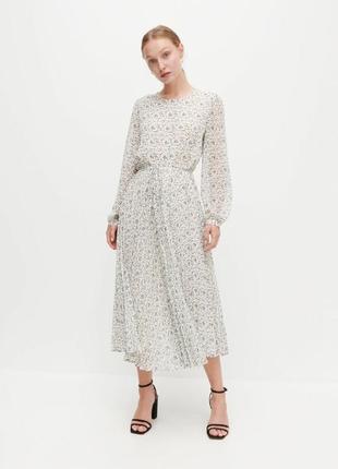 Невероятное платье миди с плиссированной юбкой