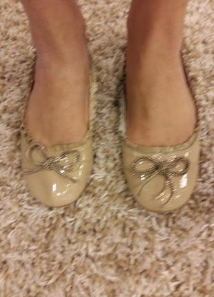 Туфли балетки лаковые цвета нюд на 23.5 см ногу