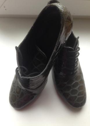Удобные ботиночки фирмы  unisa!