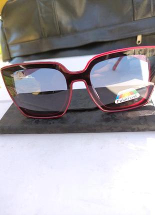 Солнцезащитные очки в стиле fendi
