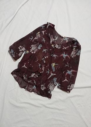 Блузка с птицами и рюшами