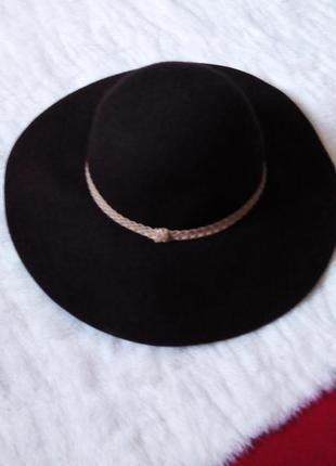 Шерстяная шляпа с полями