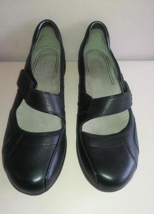 Кожаные удобные туфли на липучках