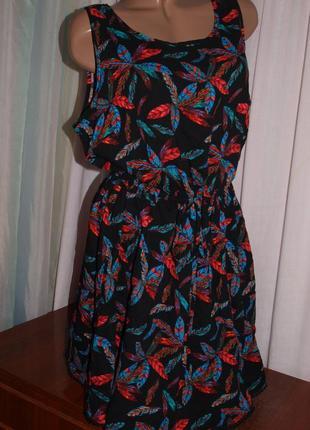 Красочное платье (л) по талии утяжка, с узором, шикарно смотрится