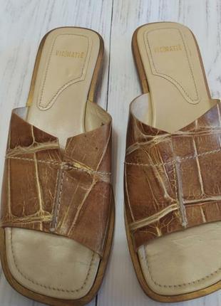 Кожаные брендовые шлепанцы