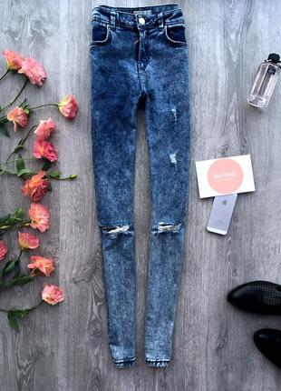 Крутые джинсы скинни с потертостями на высокой посадке bershka