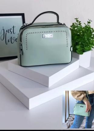 Прямоугольная практичная сумочка