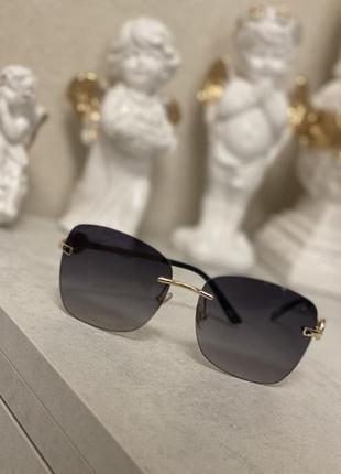 Стильные кваднытные очки без оправы 2