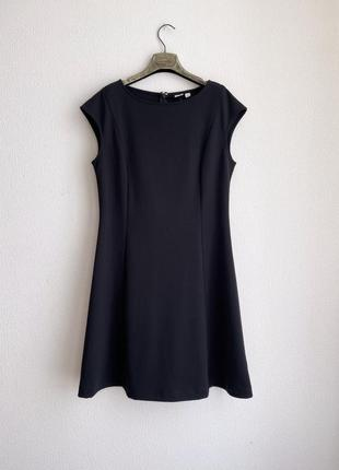 Трикотажное чёрное платье gap