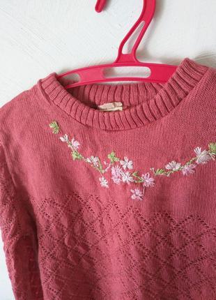 Вязаная кофточка свитер с вышивкой