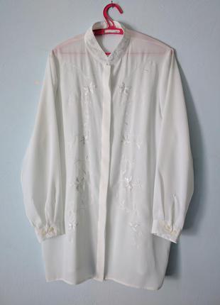 Удлиненная белая рубашка блуза с вышивкой