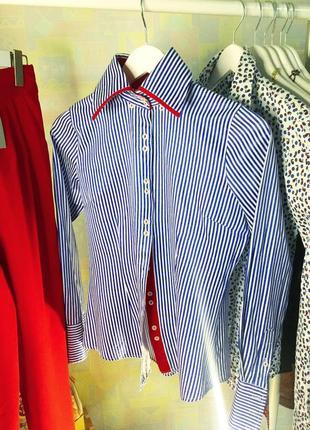 Голубая с белым в полоску рубашка с красным элементом новая без бирки xs s