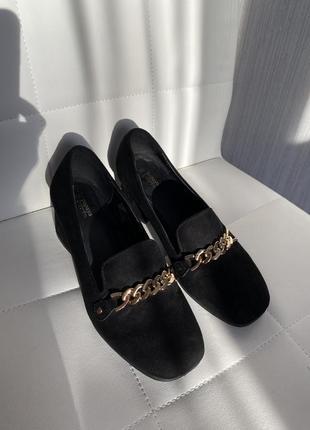 Трендовые туфли с цепочкой с цепью2 фото