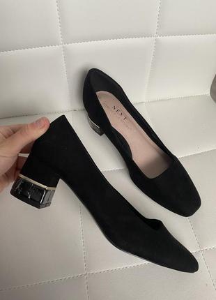Туфли кожаные с оригинальным каблуком классически с квадратным носком