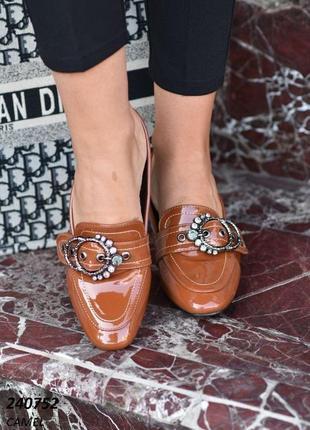 Распродажа!!! лаковые туфли с декором.