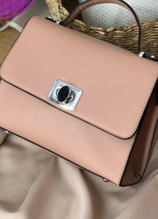 Прямоугольная розовая сумочка