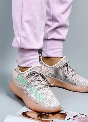 Женские кроссовки в сетку