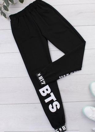 Штаны с bts логотипом женские разные цвета.