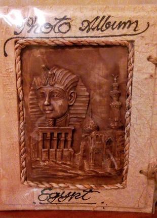 Фотоальбом из папируса с каменным барельефом на 75 шт. фото ручная работа  египет