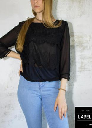 Блуза черная с кружевами