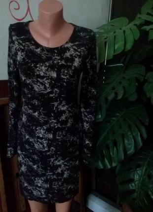 Платье  стрейч фирменное 44