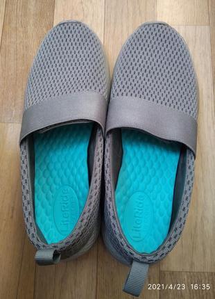Crocs w7