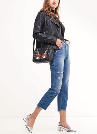 Супер завышенные джинсы бойфренд на высокой талии с дырками mom
